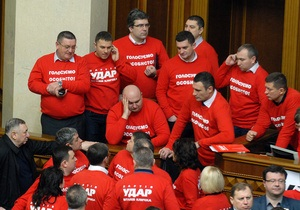 Рада - Верховная Рада - оппозиция -  Трибуна и президиум Рады заблокированы оппозицией