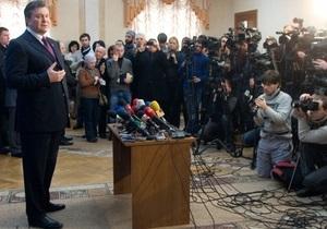 Источник: Януковичу сделали операцию на колене