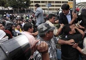 Беспорядки в Эквадоре: возле госпиталя, где блокирован президент, идет бой