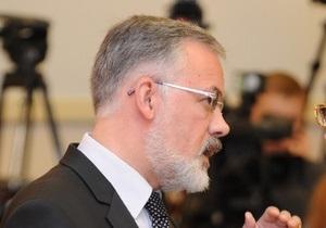 Азаров извинился перед женщинами за высказывание Табачника: У него перегруз