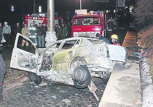 Под Кабмином горел автомобиль с людьми