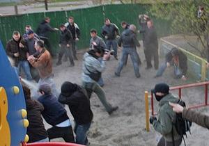 Протестующих против застройки сквера на Позняках разогнали слезоточивым газом
