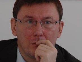 Взрыв гранаты в Мирном: Луценко заявил, что милиция готова предстать перед судом