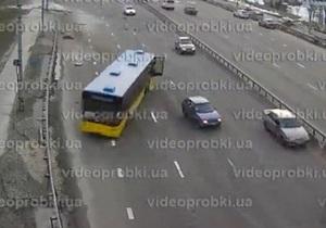 Отказали тормоза. В интернете появилось видео резонансного ДТП с автобусом на Московском мосту