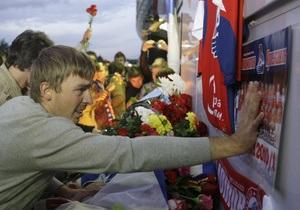 Фотогалерея: В память о любимой команде. После гибели игроков Локомотива на улицы Ярославля вышли тысячи людей