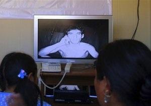 Месяц под землей: замурованные чилийские шахтеры требуют полный доступ к вестям из дому