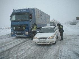 Погода в Украине - снег - дороги - ГАИ - В западных областях ограничено движение транспорта из-за снежных заносов