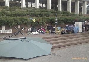 Активисты: Под Украинским домом снесли лагерь защитников украинского языка