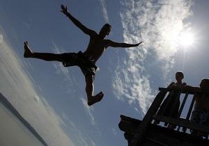 СЭС разрешила купаться еще на одном пляже в Киеве