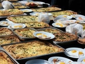 Во Львове приготовили яичницу из 1,5 тысячи яиц