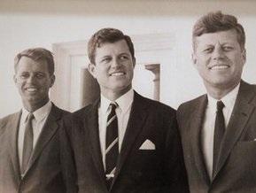 Эдварда Кеннеди похоронят рядом с братьями