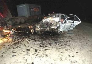 Семеро молодых людей погибли при столкновении Mercedes с грузовиком в Николаевской области