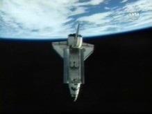 Шаттл Endeavour держит путь к Земле