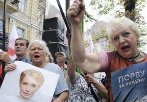 Более тысячи человек поддерживают Тимошенко под Печерским судом