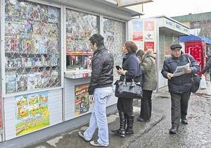 В центре Киева демонтируют киоски с прессой
