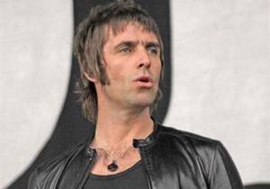 Экс-вокалист Oasis едва не умер от конфеты