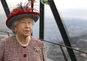 Британская писательница объявила мать Елизаветы ІІ дочерью французской поварихи