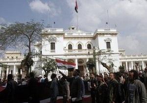 СМИ: Новое военное руководство Египта распустит правительство и парламент