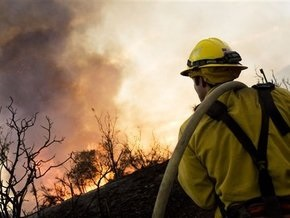 В Калифорнии бушуют пожары: более 10 тысяч домов под угрозой сожжения