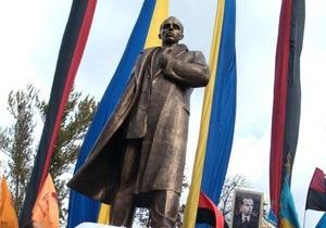 В Запорожье отметили день рождения Степана Бандеры автопробегом
