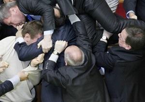 Бютовцы и регионалы устроили потасовку в президиуме Верховной Рады