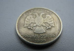 Обзор межбанка за неделю: доллар и евро стабильны, рубль укрепился