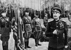 Янукович присвоил Нацуниверситету обороны имя советского генерала