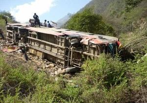 В результате аварии автобуса в Колумбии погибли 11 человек
