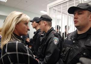 Жена Луценко заявила, что ей не разрешают увидеть мужа