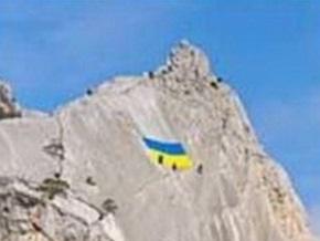 Спецназ СБУ установил в Севастополе огромный флаг Украины