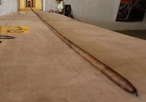 Кубинец скрутил 80-метровую сигару