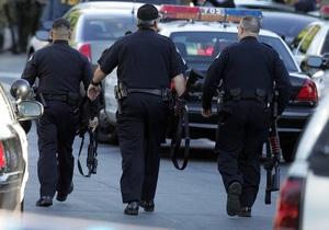 Новости США - ограбление - странные новости: Жителей США арестовали за кражу трехметровой статуи курицы