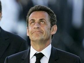 Саркози находится в военном госпитале Парижа