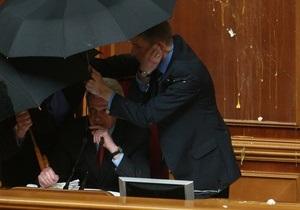 Литвин сообщил, что Самооборона возместила часть ущерба, нанесенного Раде 27 апреля