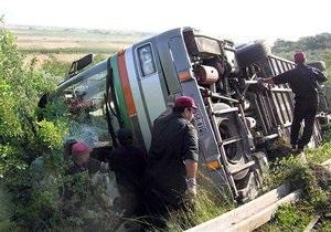 В Эквадоре автобус упал в овраг,  погибли 14 человек