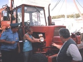 В России милиционеры пулями остановили пьяного скотовода на тракторе
