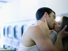 Эксперты выяснили, как политика влияет на любовь