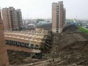 В Шанхае рухнул 13-этажный дом