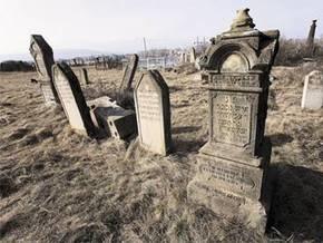 Рада ужесточила ответственность за надругательство над могилами
