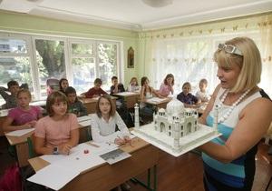 Янукович подписал закон о запрете тестов во время приема детей в школы