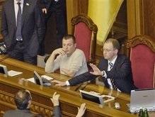 Оппозиция требует от Яценюка отозвать подпись под обращением к НАТО