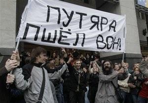 За участие в оппозиционных митингах в Москве и Петербурге задержали около 200 человек