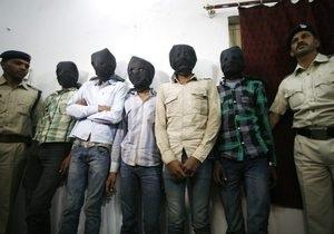 Новости Индии- новости Швейцарии - изнасилования в Индии -Шесть индийцев осуждены пожизненно за изнасилование туристки из Швейцарии