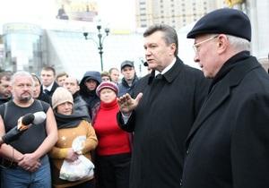 СМИ: Во время посещения палаточного городка охрана Азарова сломала камеру съемочной группе 5 канала