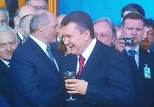 Во время выступления в Украинском доме с Януковичем произошел конфуз