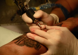 Женщина при помощи татуировки воссоединилась с погибшим сыном