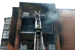 Во время пожара в Полтаве спасатели эвакуировали более полусотни человек