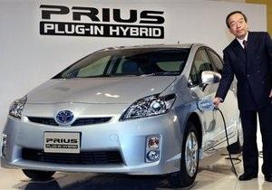Toyota представила машину, заряжающуюся от обычной розетки