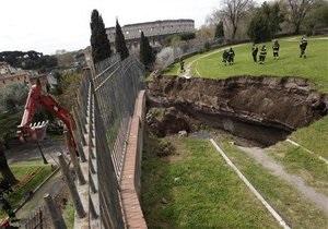 В Риме частично обрушился дворец Нерона. Под завалами могут быть люди