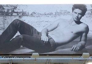 Сын Шварценеггера снялся топлесс в рекламной фотосессии